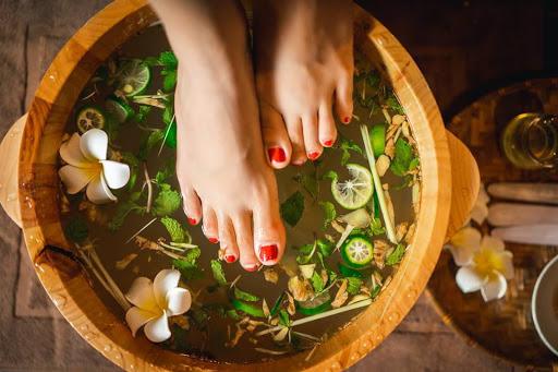 massage ngâm chân thảo dược