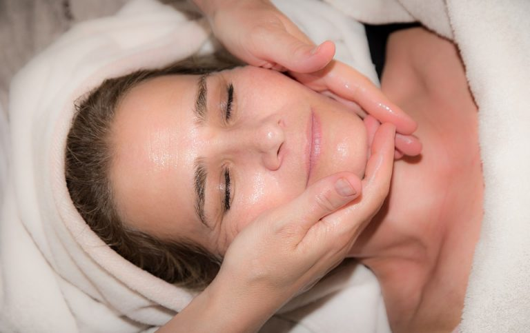Massage vùng mặt