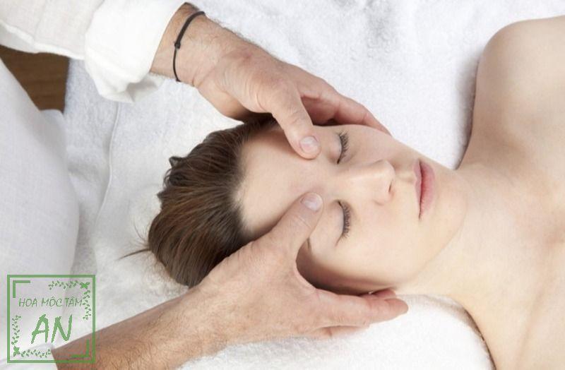 Bấm huyệt Ấn Đường giảm đau đầu hiệu quả