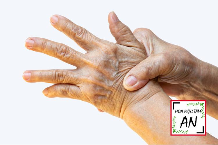Nguyên nhân đau nhức tay trái