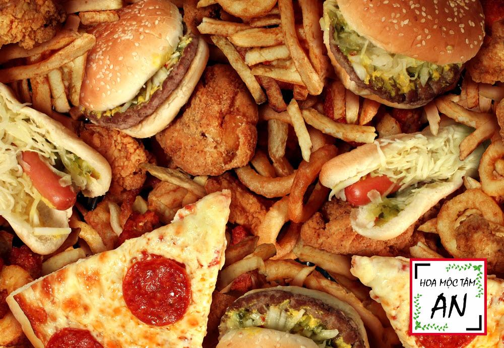 Các loại thực phẩm nhiều dầu mỡ, cay nóng không nên ăn nhiều