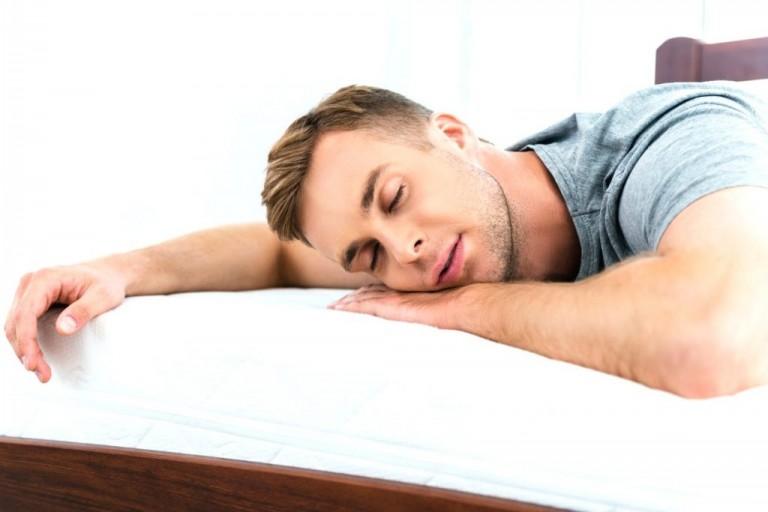 nằm ngủ không dùng gối có tốt không