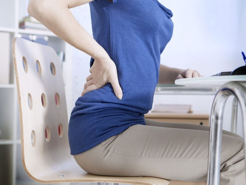 Những người ngồi văn phòng thường hay gặp vấn đề đau lưng